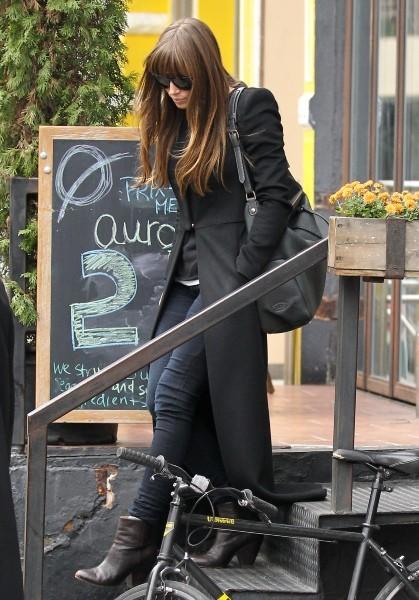 Jessica Biel quittant le restaurant Aurora à New York, le 19 novembre 2012.