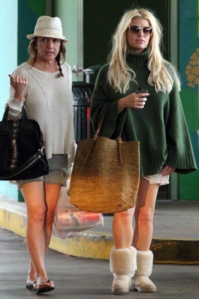Jessica Simpson et sa mère Tina à Hawaï, le 26 décembre 2012.