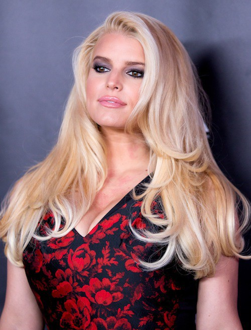 Photos : Jessica Simpson : elle manque d'air dans sa robe !