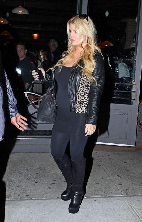 Jessica Simpson hier à la sortie d'un restaurant de New-York