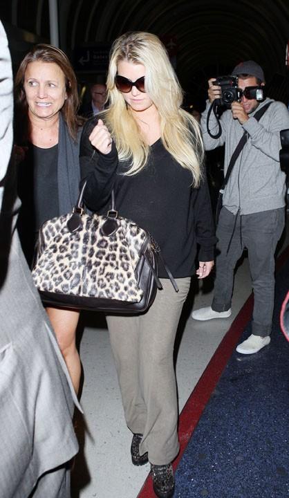 Jessica Simpson à l'aéroport de Los Angeles, le 10 octobre 2011.