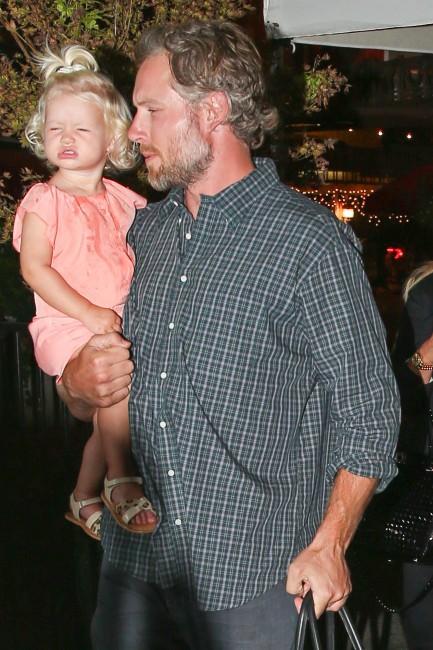 Eric Johnson et sa fille Maxwell à Calabasas, le 24 septembre 2013.