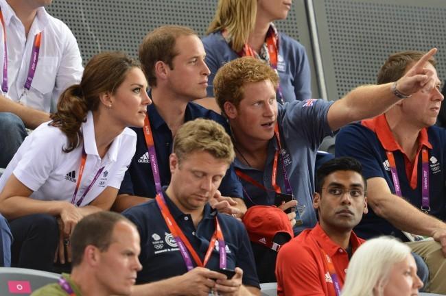Kate Middleton, le prince William et le prince Harry lors de l'épreuve de cyclisme sur piste à Stratford, le 2 août 2012.