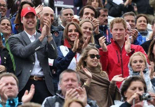 Nicolas Canteloup, Kate Middelton, le prince William et le prince Harry lors de l'épreuve d'équitation aux JO de Londres, le 31 juillet 2012.