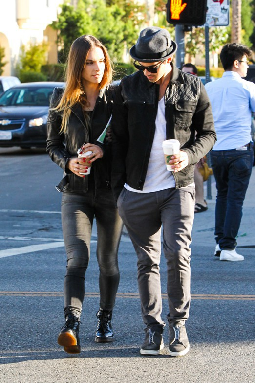 Joe Jonas avec sa girlfriend Blanda Eggenschwiler à West Hollywood le 11 octobre 2013