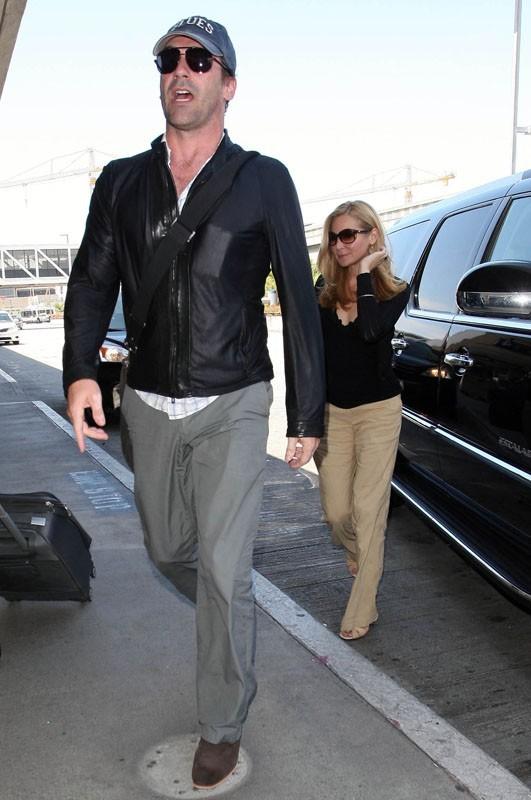 L'acteur s'apprête à prendre l'avion avec sa compagne de toujours, Jennifer Westfeldt