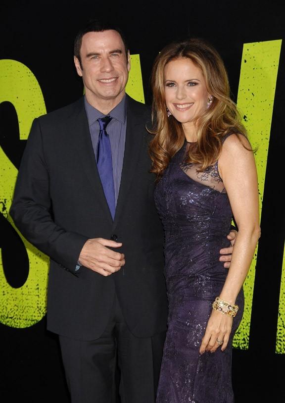 John Travolta et Kelly Preston à l'avant-première de Savages à Hollywood le 25 juin 2012
