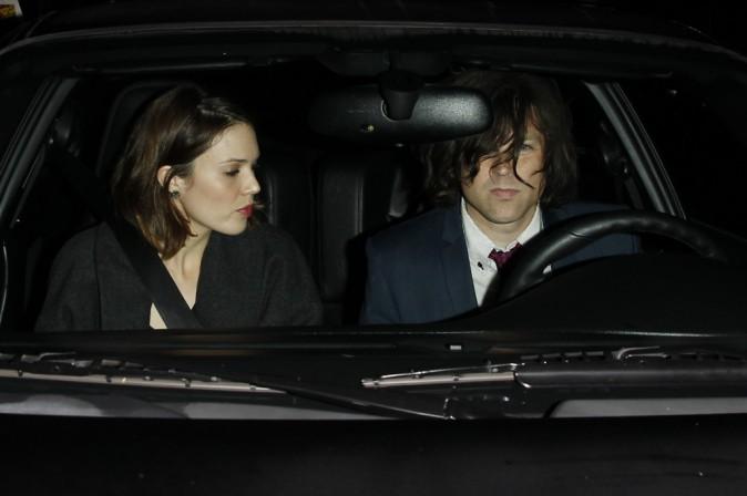 Mandy Moore et Ryan Adams arrivent à la soirée des fiançailles de Johnny Depp et Amber Heard à Los Angeles, le 14 mars 2014.