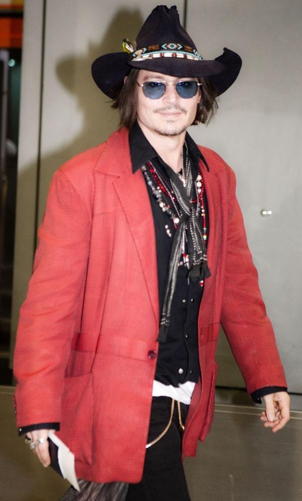 Johnny Depp le 12 mai 2012 à Narita, au Japon