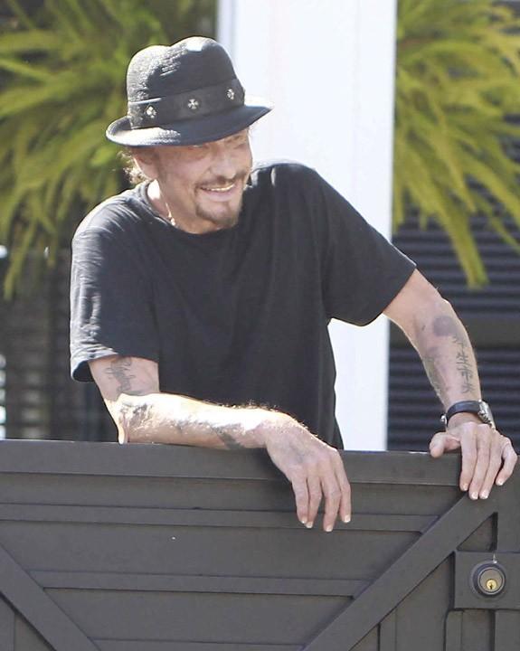 Johnny Hallyday devant sa maison de Pacific Palisades le 9 septembre 2012