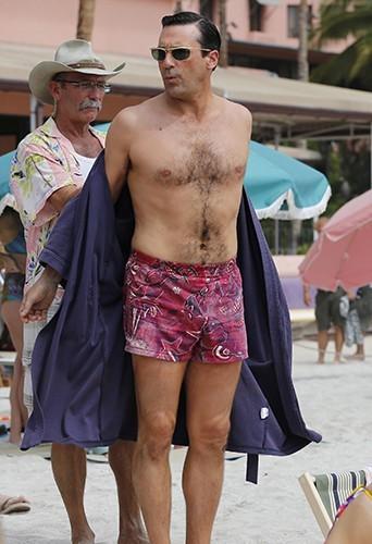 Photos : Jon Hamm : trop gâté par la nature, des marques de caleçons veulent le sponsoriser !