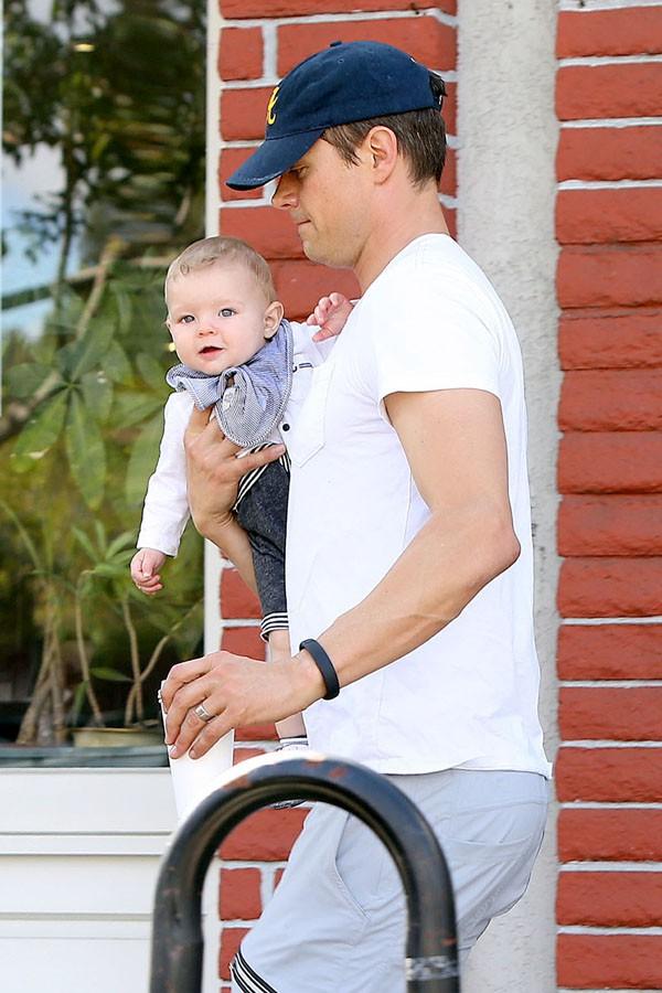 Josh Duhamel et son fils Axl à Brentwood le 2 avril 2014