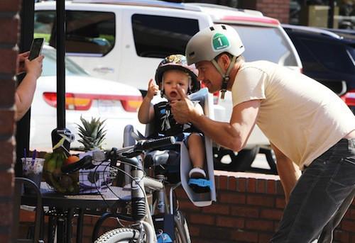 Photos : Josh Duhamel et Axl : poser pour les paparazzis, ça s'apprend !