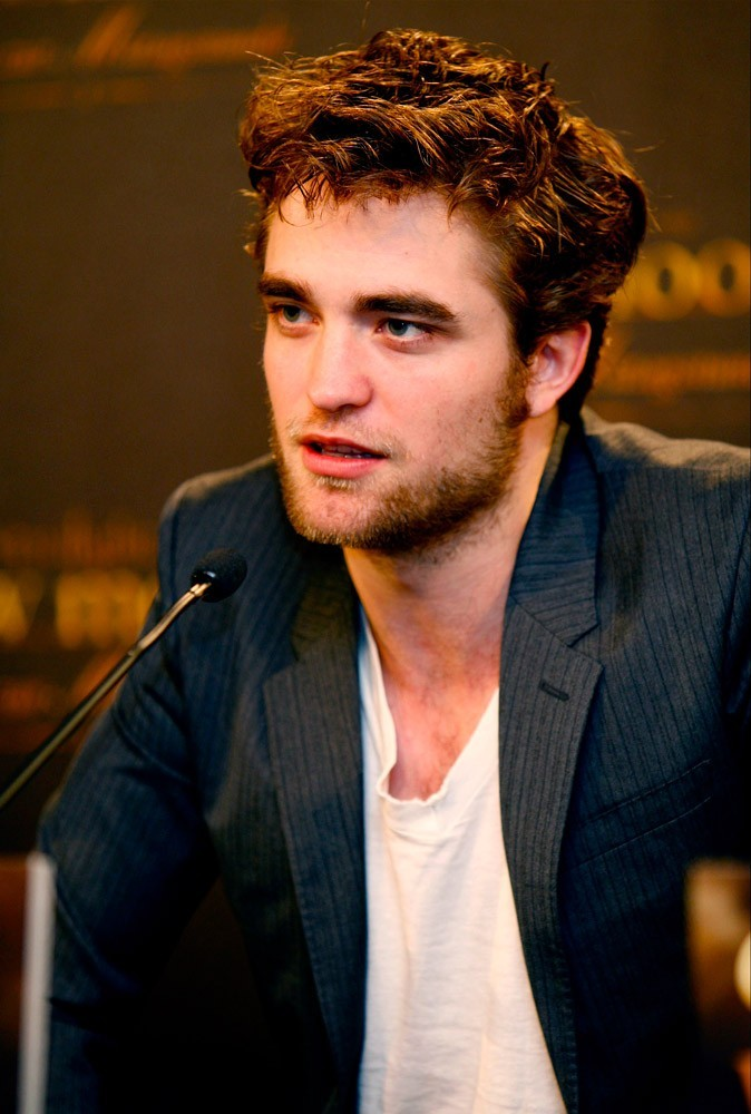 Photos : Robert Pattinson en 2009 à la conférence de presse de Twilight : new moon, à Munich
