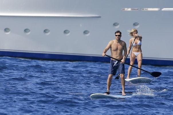 Julianne Hough et Ryan Seacrest : alerte au couple sexy sur la plage !