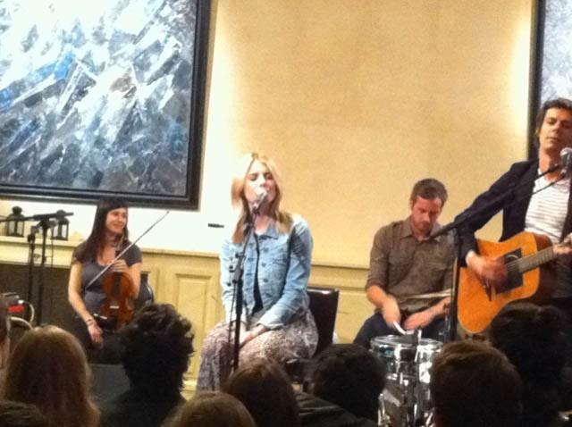 Mélanie Laurent lors de son concert pour l'émission Talent Tout Neuf, le 17 juin 2011.