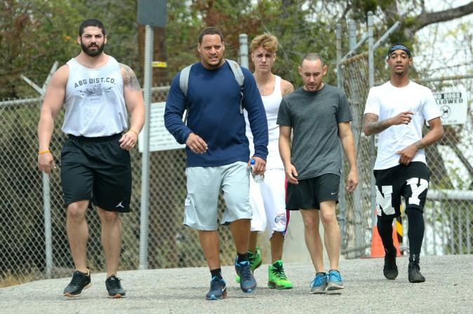 Photos : Justin Bieber : alerte à l'indomptable tignasse… ses cheveux, un casse-tête !