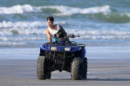 Photos : Justin Bieber : bien loin de la grisaille, il s'éclate comme un fou au Panama !