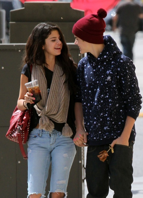 Justin Bieber et Selena Gomez complices le 5 avril 2012 à Los Angeles