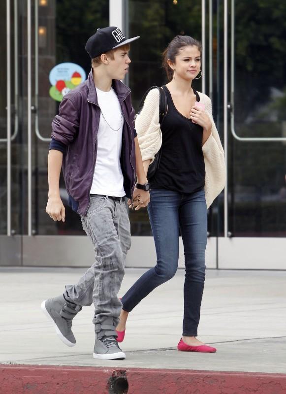 Justin Bieber et Selena Gomez font du shopping le 16 septembre 2011