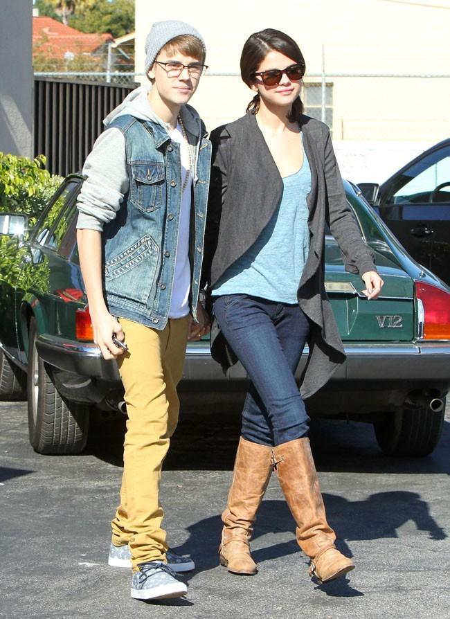 Justin Bieber et Selena Gomez ne se quittent plus, en novembre 2011 à Encino, en Californie