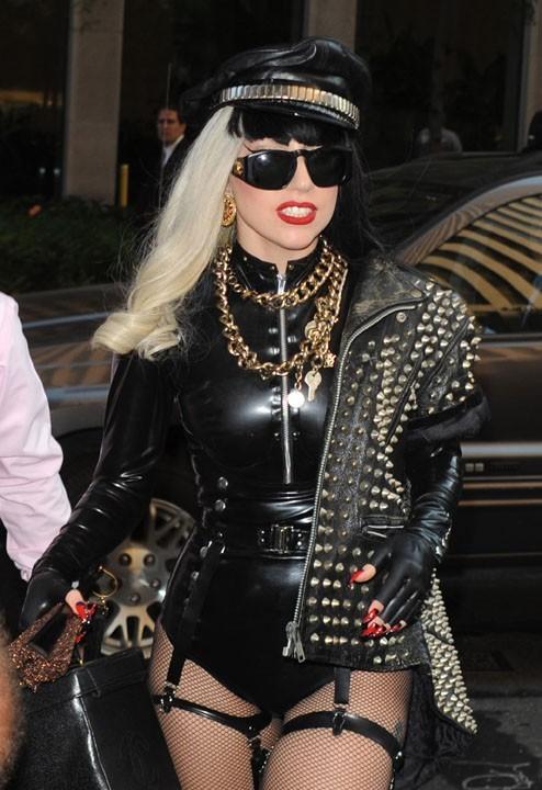 Lady Gaga monopolise tous les médias...ça suffit ?