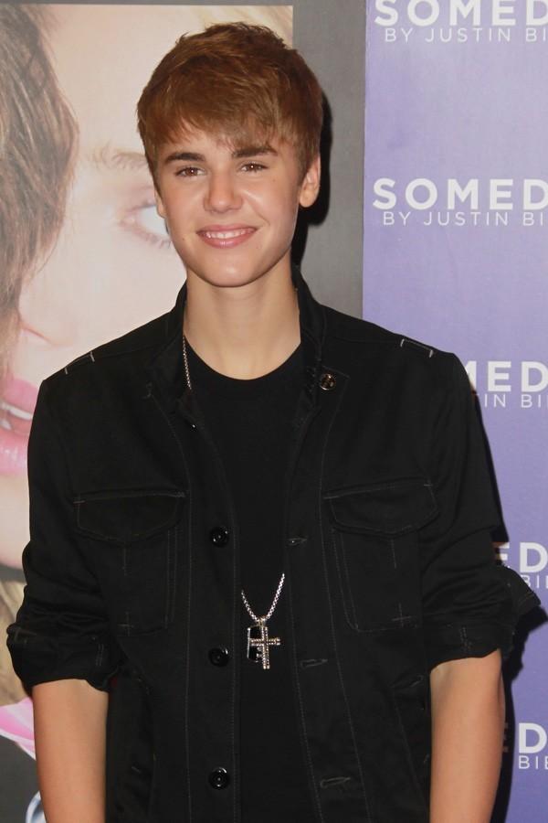 Justin ne se doute pas qu'un fan hystérique l'attend à la sortie !