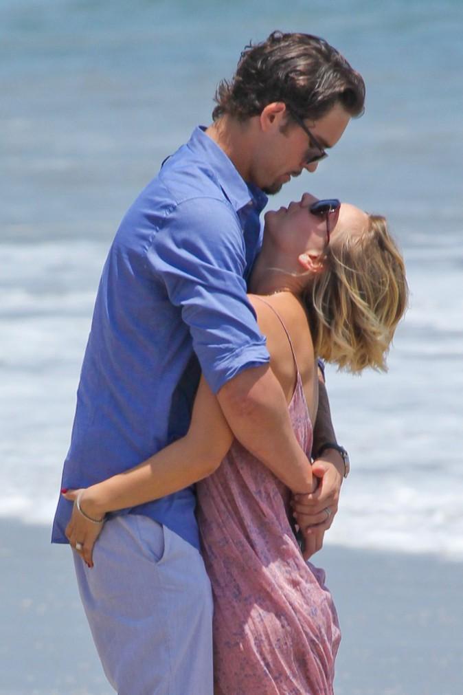 Photos : Kaley Cuoco : alerte au big love à Malibu !