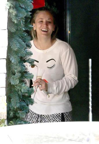 Kaley Cuoco en famille à Los Angeles le 23 décembre 2013