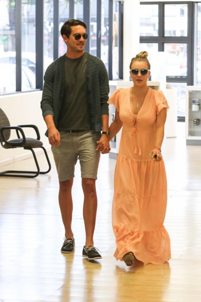 Photos : Kaley Cuoco : fraîchement fiancée, l'actrice dévoile fièrement sa sublime bague !
