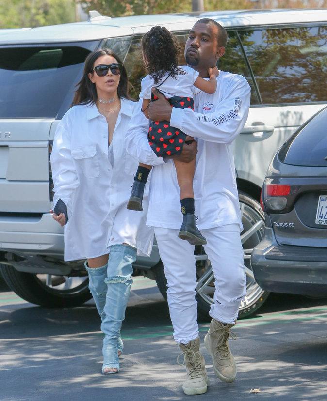 """Photos : Kanye West : après son clip """"Famous"""" il supplie les stars de lui faire un procès !"""