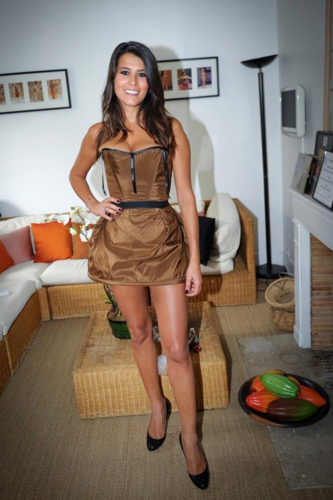 Karine Ferri début les essayages avec la base du costume...Déjà sexy !
