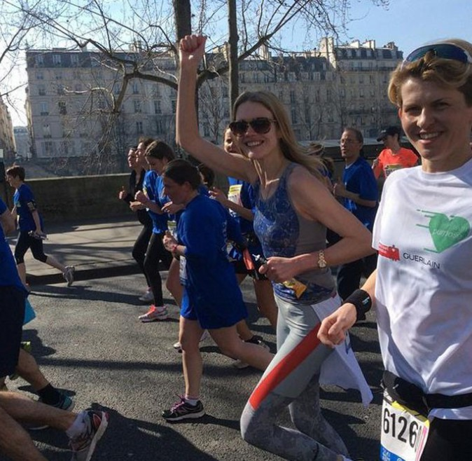 Natalia Vodianova au semi-marathon de Paris le 8 mars 2015