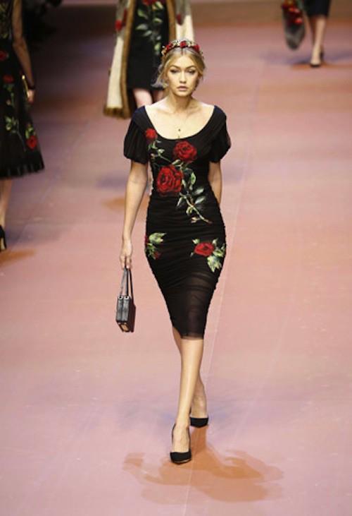 Gigi Hadid défile pour Dolce & Gabbana le 1er mars 2015 lors de la Fashion Week de Milan