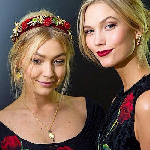 Karlie Kloss et Gigi Hadid pour Dolce & Gabbana le 1er mars 2015 lors de la Fashion Week de Milan