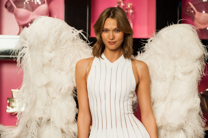 "Karlie Kloss en promo pour le parfum ""Heavenly"" de Victoria's Secret à Chicago, le 29 avril 2014."