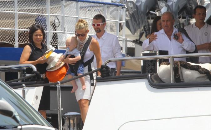 Kate Hudson en famille sur le yacht de Philip Green à Monaco, le 25 juin 2012.