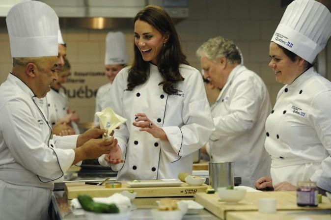 Kate prend un cours de cuisine au Canada