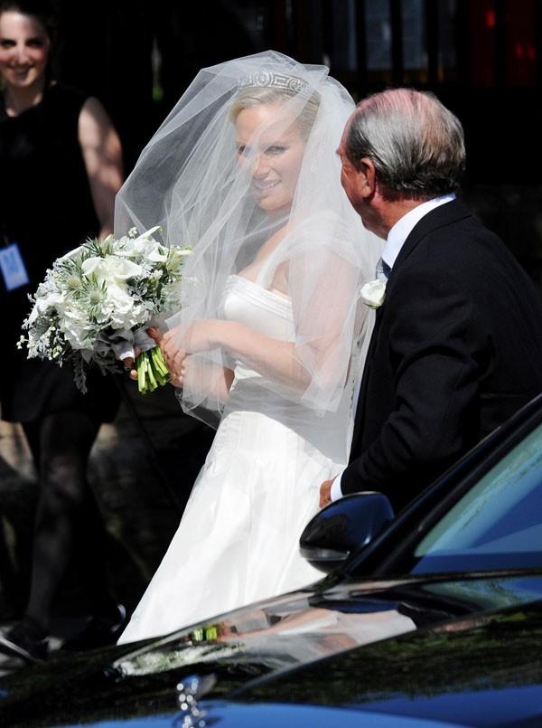Même la mariée semble plus discrète !