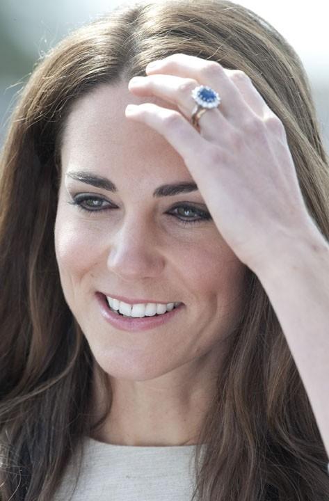 Une façon pour Kate Middleton de nous éblouir avec son magnifique saphir, qui appartenait à Lady Di !