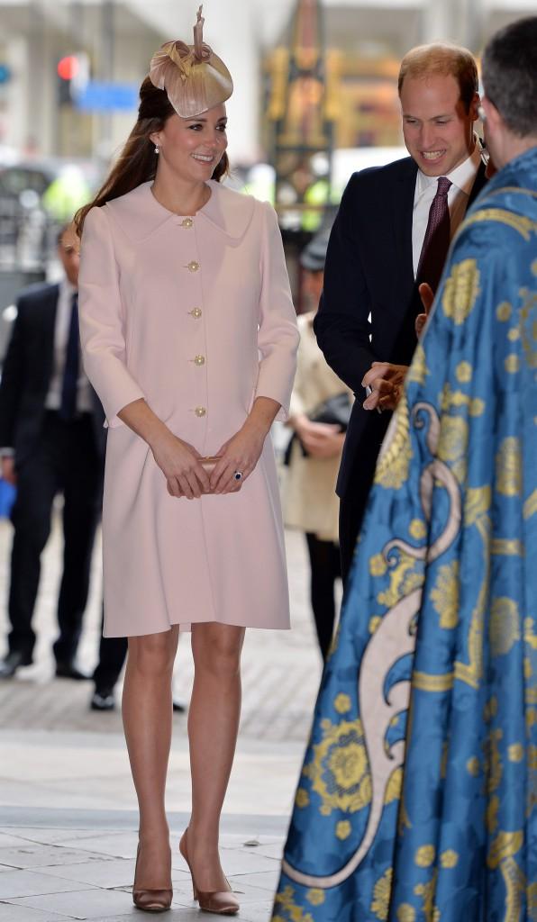 Photos : Kate Middleton : entourée de la famille royale, elle resplendit et fait bonne figure devant le Prince Charles !