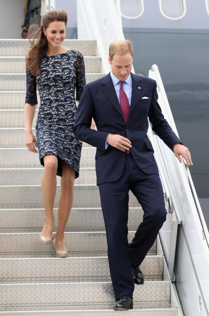 Kate Middleton et le prince William arrivent à l'aéroport MacDonald-Cartier à Ottawa au Canada, le 30 juin 2011.