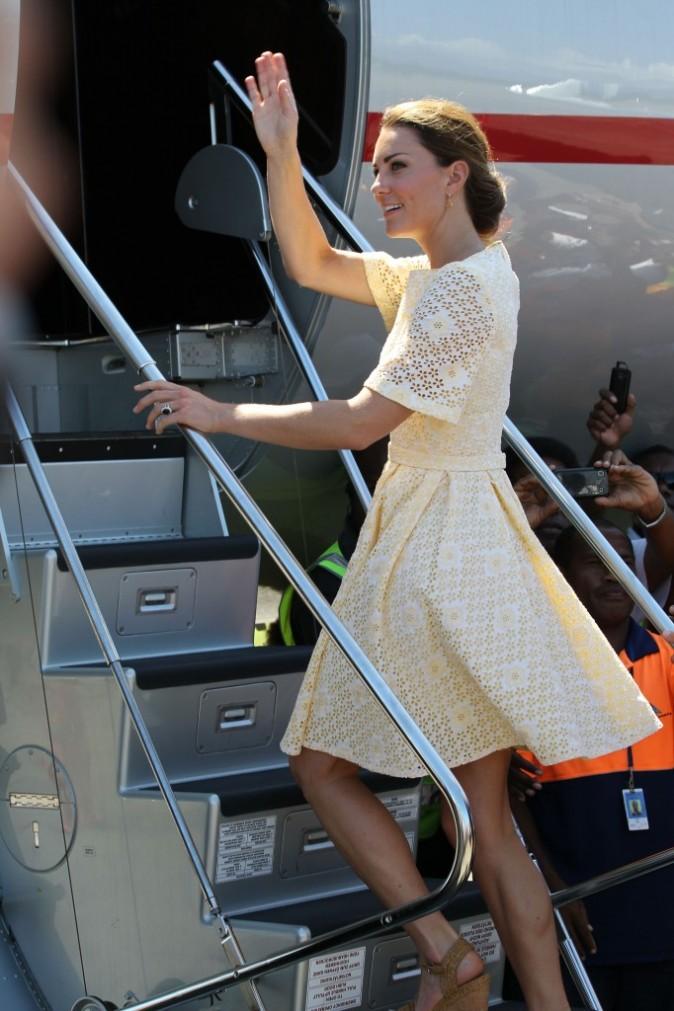 Kate Middleton à l'aéroport d'Honiara, le 18 septembre 2012.