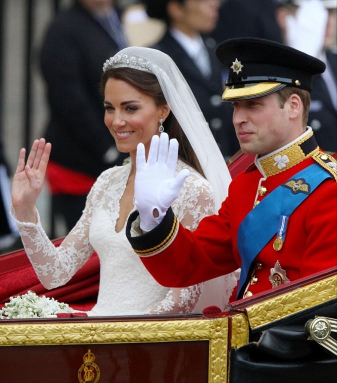 Kate Middleton et le prince William dans le carrosse royal à Londres, le 29 avril 2011.