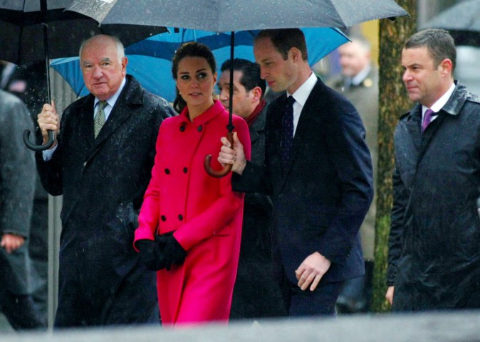 Photos : Kate Middleton et prince William : recueillement sous la pluie