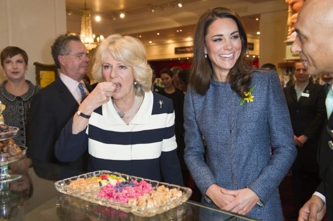 Pendant que Camilla se régale, Kate rigole