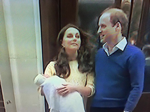 Photos : Royal Baby 2 : Kate Middleton et le prince William présentent leur petite fille !