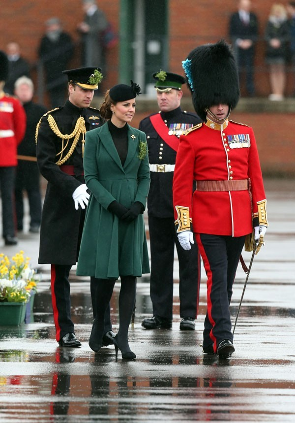 Kate Middleton en visite officielle à Aldershot avec le Prince William le 17 mars 2013