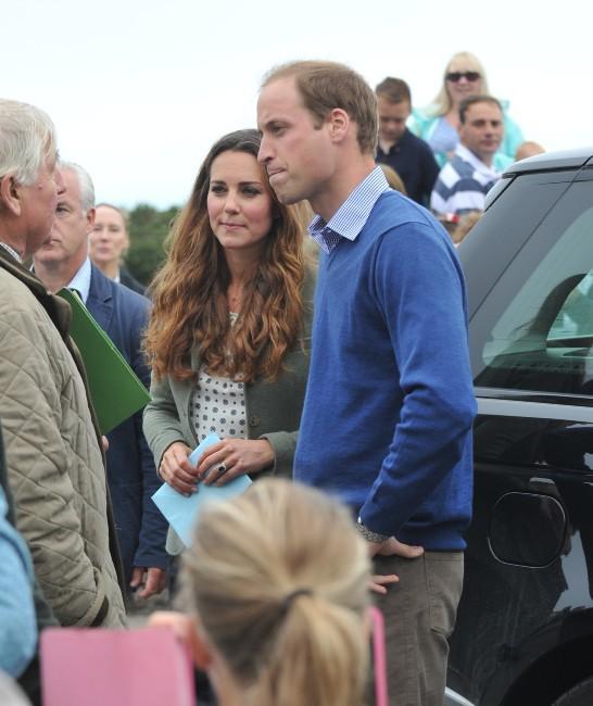 """Kate Middleton et le prince William lors de l'événement """"Ring O'Fire Anglesey Coastal Ultra Marathon"""" au Pays de Galles, le 30 août 2013."""
