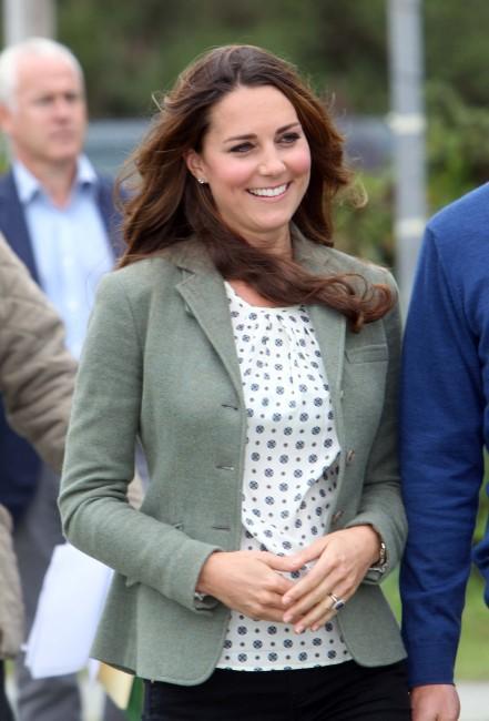 """Kate Middleton lors de l'événement """"Ring O'Fire Anglesey Coastal Ultra Marathon"""" au Pays de Galles, le 30 août 2013."""